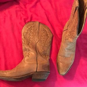Tan cowgirl boots